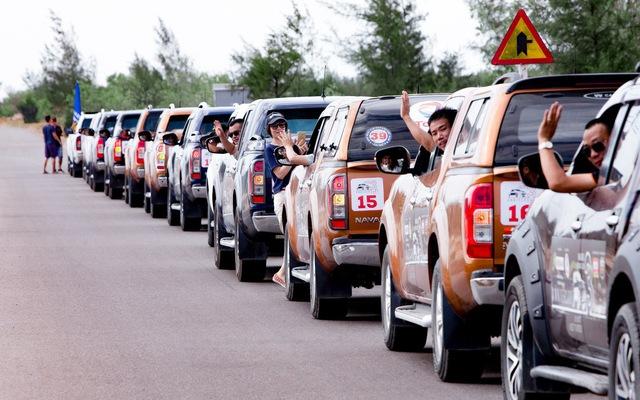 Với 70 chiếc bán tải, 300 người đã cùng nhau chạy xuyên Việt
