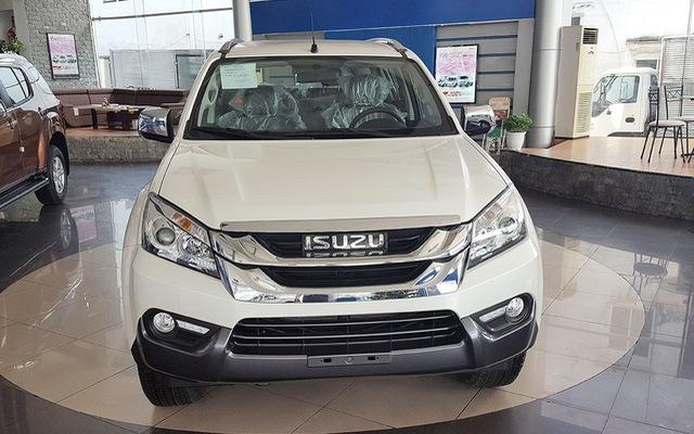 Isuzu mu-X được thanh lý với giá thấp hơn 600 triệu đồng so với Toyota Fortuner