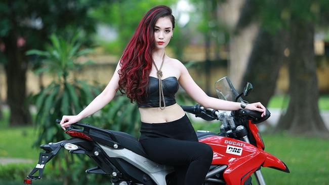 Top 10 Hoa hậu Việt Nam 2010 gợi cảm bên Ducati Hyperstrada
