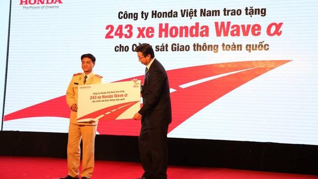 Honda Việt Nam hỗ trợ 243 xe Wave Alpha cho CSGT toàn quốc