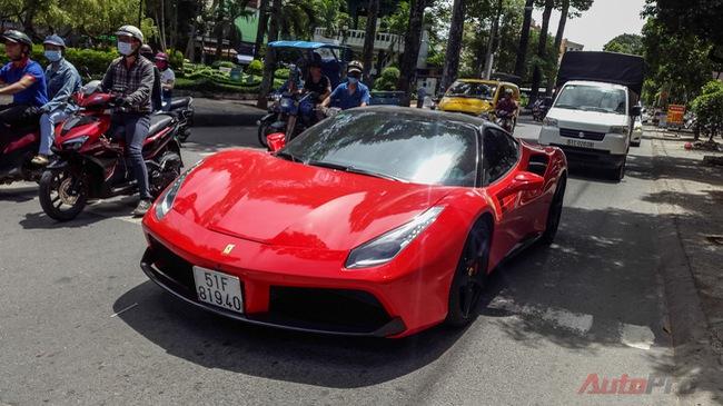 """""""Siêu ngựa"""" Ferrari 488 GTB dạo phố Sài Gòn"""