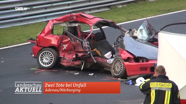 Honda Civic bị vò nát, 5 người thương vong