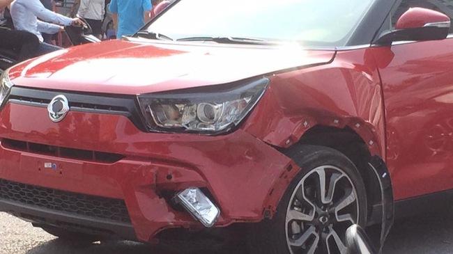 Chiếc SsangYong Tivoli đầu tiên gặp tai nạn va chạm với Mazda2 Sedan tại VN 2