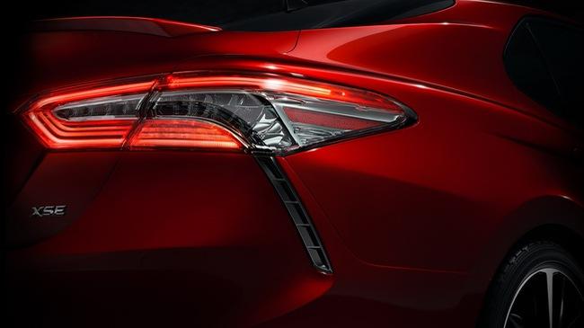 Toyota hé lộ hình ảnh đầu tiên của Camry 2018