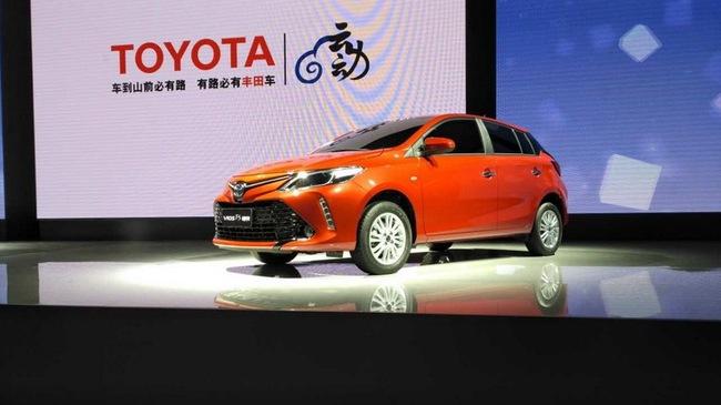 Cặp đôi Toyota Vios Hatchback và Yaris L Sedan 2017 rủ nhau ra mắt