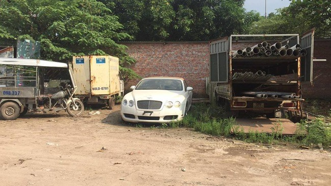 """Lại thêm một xe siêu sang Bentley bị """"bỏ rơi"""" tại Hà Nội"""