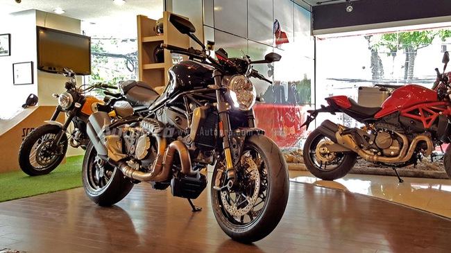 """Cận cảnh """"quỷ vương"""" Ducati Monster 1200 R tại Việt Nam"""
