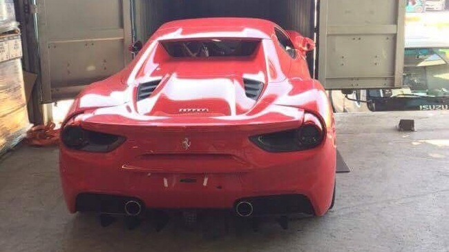 """Rộ tin đồn """"siêu ngựa"""" Ferrari 488 Spider chuẩn bị cập bến Việt Nam"""