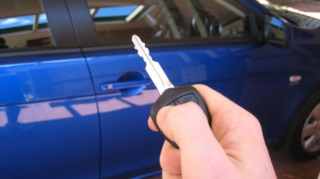 2 thanh niên dùng laptop ăn trộm hơn 100 xe hơi