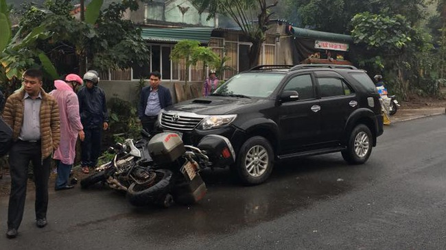"""Hòa Bình: Biker gặp nạn khi đi """"phượt"""" cùng BMW S1000XR"""