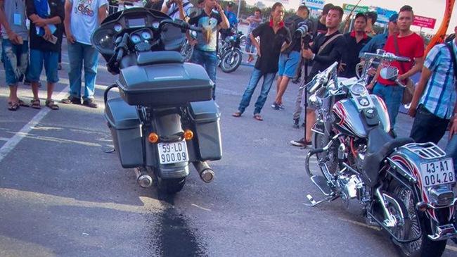 Xem Harley-Davidson Road Glide 1 tỷ Đồng đốt lốp cực chất tại Đà Nẵng