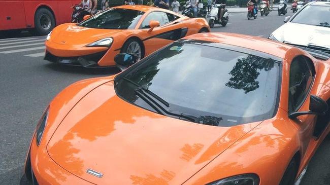 Khoảnh khắc hiếm gặp cặp đôi McLaren chạm mặt nhau tại Hà Nội