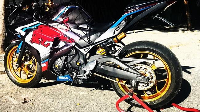 Ngắm Yamaha R3 độ bản Red Bull cực chất cùng đồ chơi hàng hiệu 1