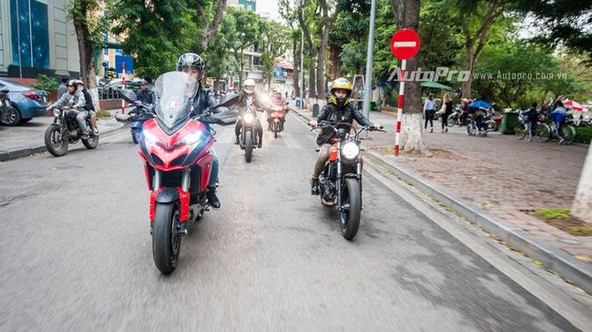 Hà Nội: Dàn nữ biker xuống phố ngày 8/3