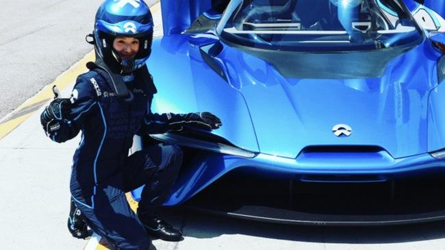 Hot girl gây xôn xao khi lái thử siêu xe NextEV Nio EP9 mạnh 1.341 mã lực