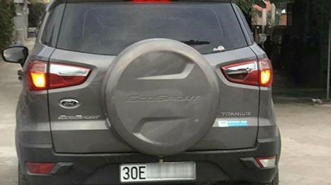 Video Ford EcoSport va chạm với xe máy rồi bỏ chạy tại Hà Nội