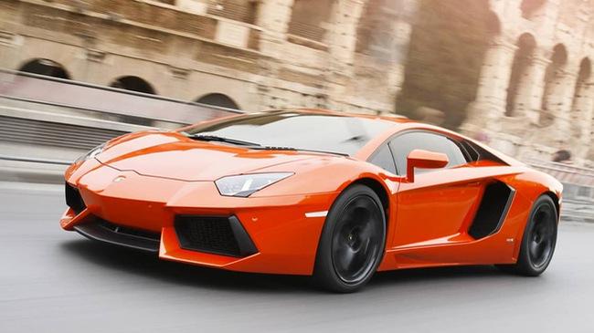 Đừng đổ xăng quá đầy cho Lamborghini Aventador nếu bạn không muốn xe bị cháy