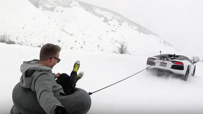 Trượt tuyết bằng siêu xe đặc biệt Lamborghini Aventador Pirelli Edition
