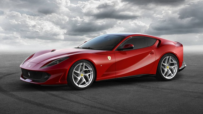 Lamborghini Aventador S gọi, Ferrari 812 Superfast trả lời