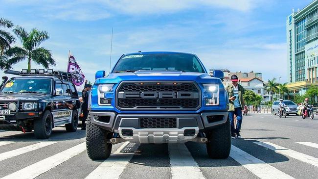 """""""Khủng long"""" Ford F-150 Raptor 2017 xuất hiện cùng hàng trăm mẫu bán tải ở Đà Nẵng"""