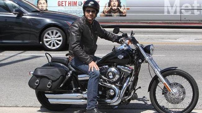 """Tài tử phim """"Siêu bão địa cầu"""" Gerard Butler nhập viện vì tai nạn mô tô"""