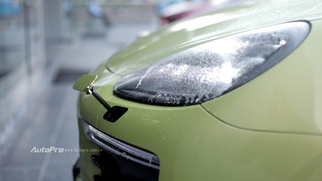 Porsche Cayenne tự rửa đèn pha như thế nào?