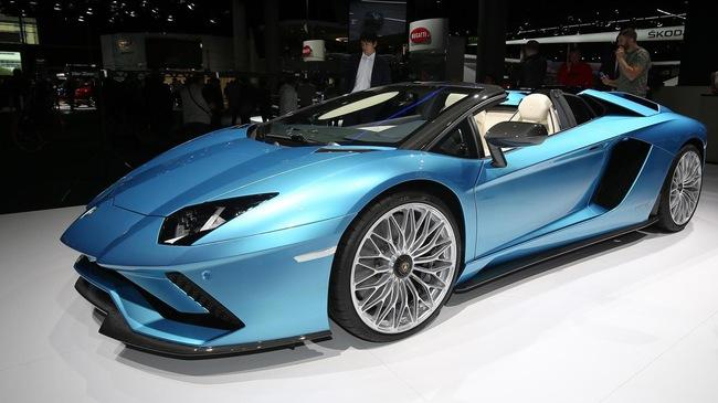 """Đây là những hình ảnh """"nóng hổi"""" về chiếc Lamborghini Aventador S LP740-4 mui trần sắp ra mắt"""