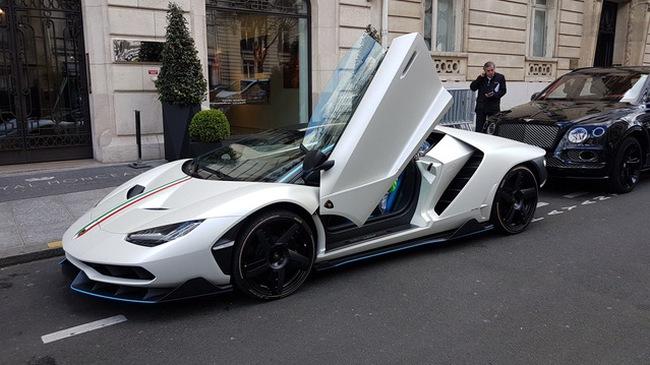 """Siêu phẩm Lamborghini Centenario của Hoàng gia Qatar chăm chỉ """"đánh bóng mặt đường"""""""