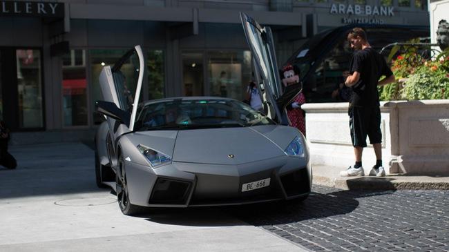 """Vẻ đẹp của siêu """"máy bay tàng hình"""" Lamborghini Reventon trên phố Thụy Sĩ"""