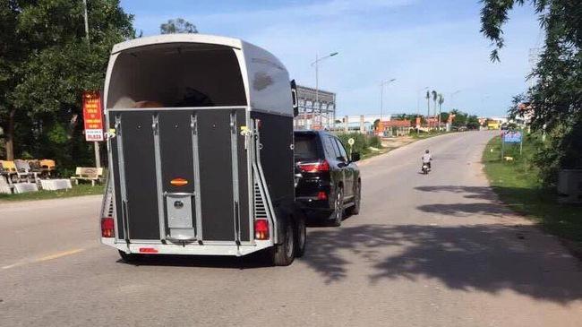 Dân chơi Quảng Ninh dùng Lexus LX570 8 tỷ làm xe kéo ngựa quý