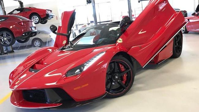 Đại gia ngành chăn đệm tậu Ferrari LaFerrari mui trần 46 tỷ Đồng