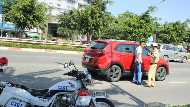 Thông tin quan trọng người mua ô tô trả góp cần phải biết: Thiếu giấy tờ gốc đăng ký xe, khi lưu thông trên đường sẽ bị CSGT xử phạt