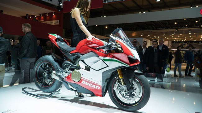 Siêu xe Ducati Panigale V4 có giá hơn 2 tỷ đồng