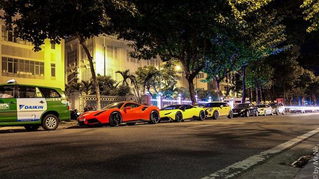 """Dàn siêu xe độ """"khủng"""", biển """"VIP"""" của các đại gia Đà thành tụ tập trên phố"""