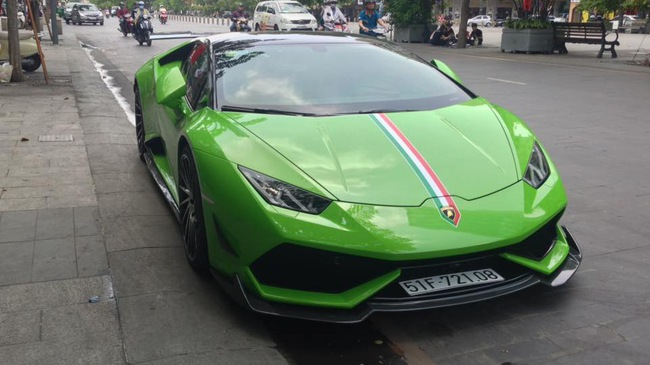 """Lamborghini Huracan xanh cốm của đại gia kín tiếng quận 2 tiếp tục được độ """"khủng"""""""