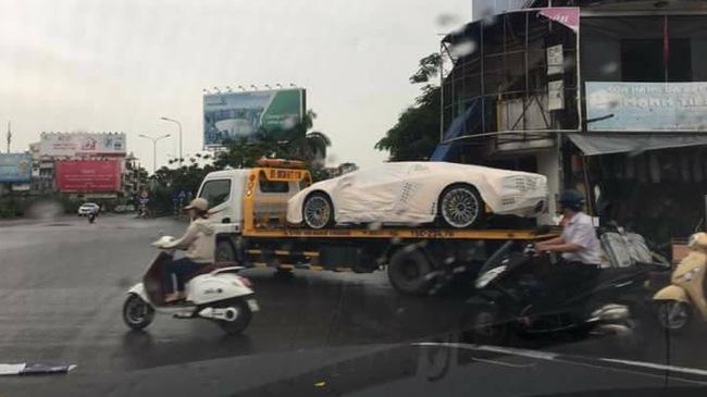 Siêu xe Lamborghini Aventador S LP740-4 2017 đầu tiên về Việt Nam đã xuất hiện trên phố
