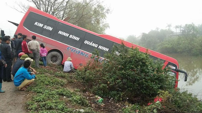 Ninh Bình: Nữ chủ xe khách bị xe buýt tông tử vong