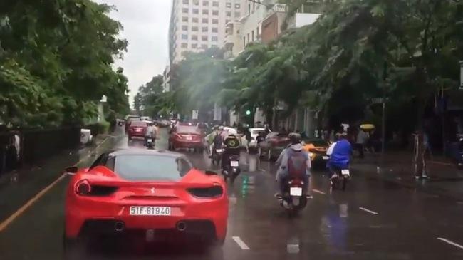 Xem Ferrari 488 GTB lắp ống xả độ Akrapovic hơn 150 triệu Đồng tăng tốc trên phố Sài thành