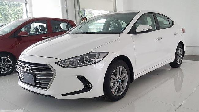 Hyundai Elantra 2018 thêm trang bị, bản Sport giảm giá mạnh sau cơn sốt trước Tết