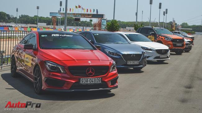 Dàn siêu xe và xe thể thao đua tốc độ tại trường đua Đại Nam