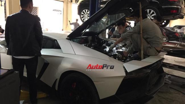 """Sửa siêu xe Lamborghini """"kiểu"""" Việt Nam - Chuyên gia cũng phải giật mình"""