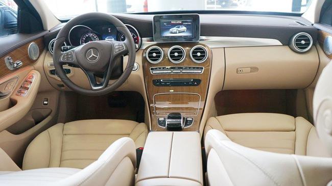 Cạnh tranh BMW 3-Series của THACO, Mercedes-Benz C-Class thêm nâng cấp, giá không đổi
