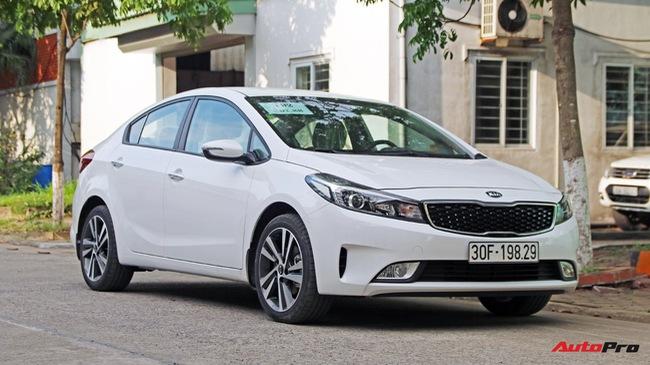 """Giá thấp hơn nhưng Kia Cerato lại có những trang bị """"ăn đứt"""" Toyota Vios"""