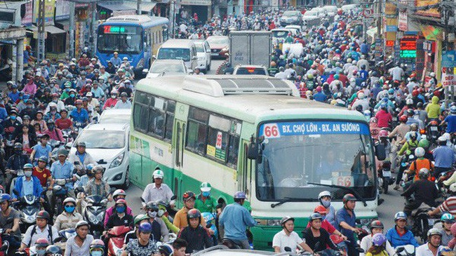 Đừng chỉ lo cạnh tranh với Grab, giao thông Việt Nam còn chằng chịt vấn đề để các startup Việt giải quyết!