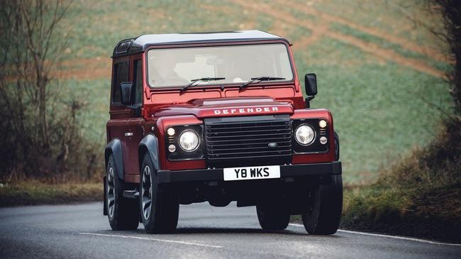 Land Rover hồi sinh Defender bằng phiên bản nhanh nhất, mạnh nhất lịch sử