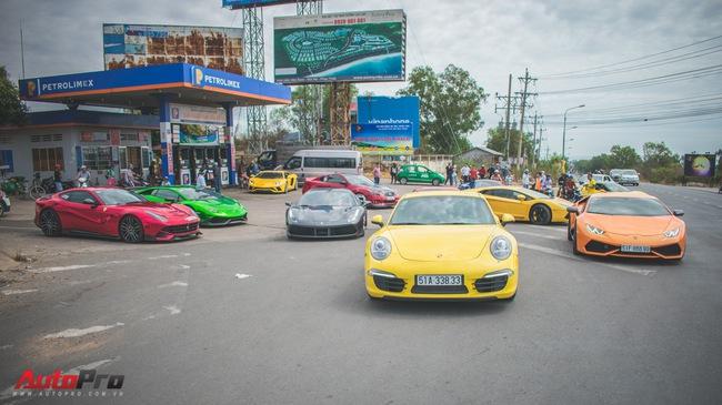 Minh Nhựa, Cường Đô-la cùng dàn siêu xe đầy màu sắc du xuân tại Phan Thiết