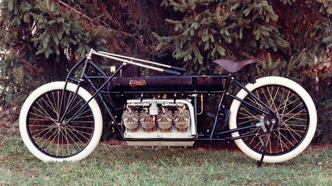 Chiếc xe máy V8 đầu tiên