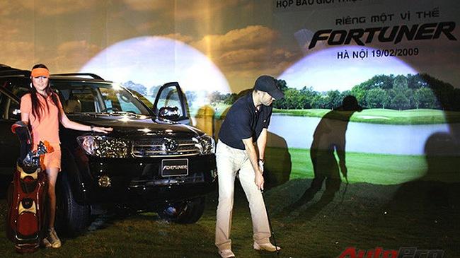 Toyota Việt Nam công bố giá Fortuner mới