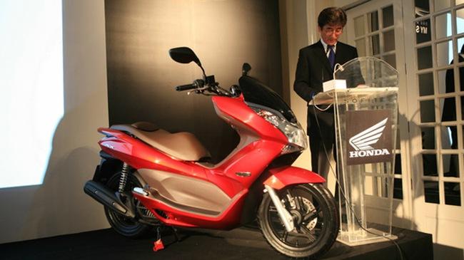 Honda ra mắt dòng xe PCX Việt