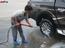 Loạn giá rửa xe cận Tết - có giá riêng cho xe nam và xe nữ - ảnh 25